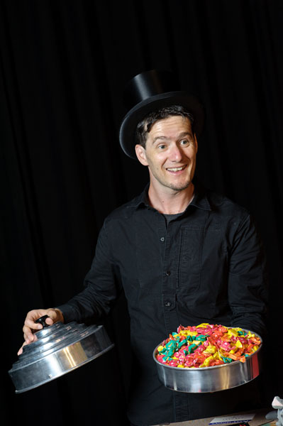 Magic Dean zaubert Bonbons!